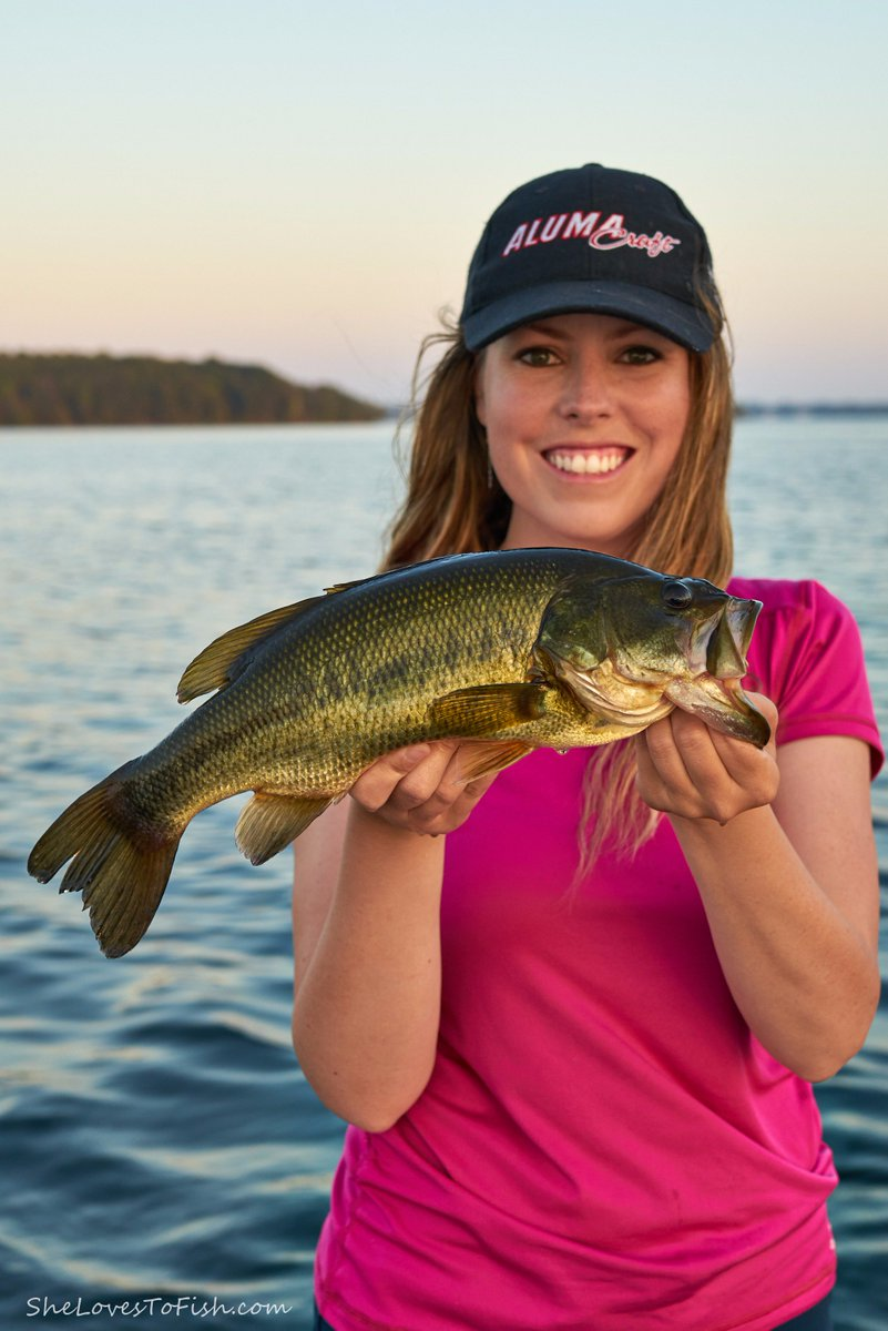 A feisty largemouth from yesterday! What have you been catching lately? Love seeing your pics!  #bassfishing <br>http://pic.twitter.com/PZ9d20Y8o1