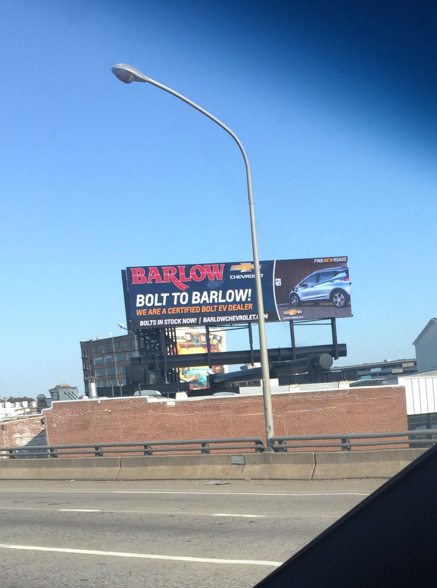 @ChevyElectric #Bolt being advertised via digital billboard on I-95 in center city #Philly. Major route. Kudos @BarlowChevrolet !<br>http://pic.twitter.com/rtD4SvxNiQ