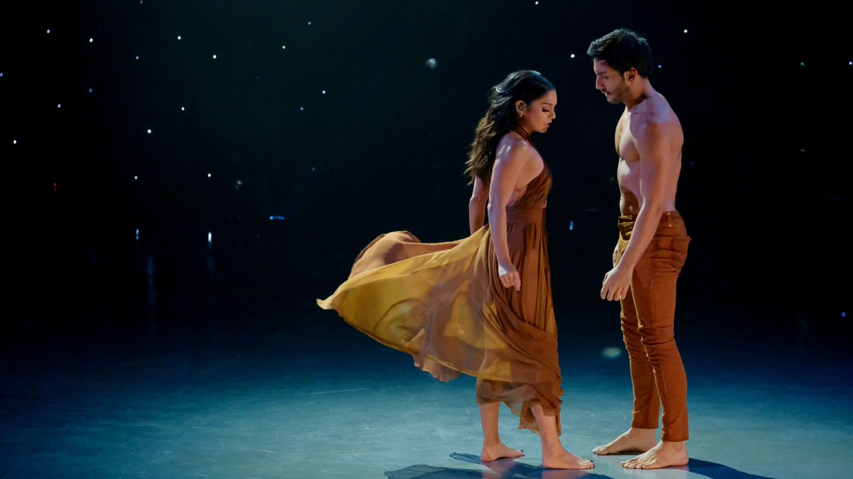 Check out @VanessaHudgens' debut on the #SYTYCD stage! https://t.co/5K...