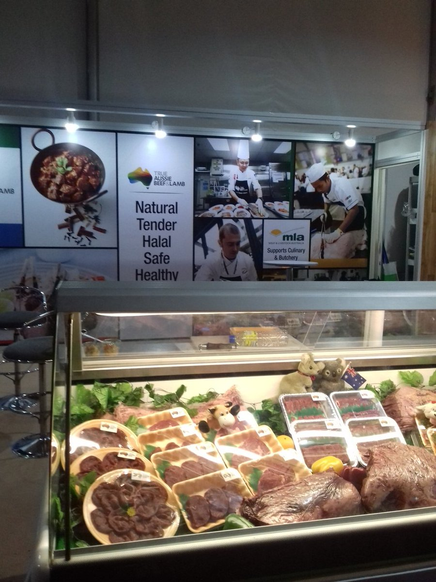 Visiting the #MLA at Salon Culinaire for natural tender #halal safe &amp; healthy beef &amp; lamb #FHM2017<br>http://pic.twitter.com/4cM1FktCYF