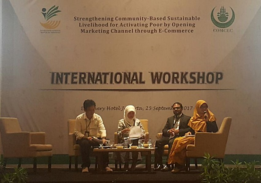 Ops Pfolio Mgr in panel on #ecommerce 2 market #poorsociety products, wshop orgnizd by COMCEC and Min of Soc Affairs #communitydevelopment <br>http://pic.twitter.com/Jpnff55D2J