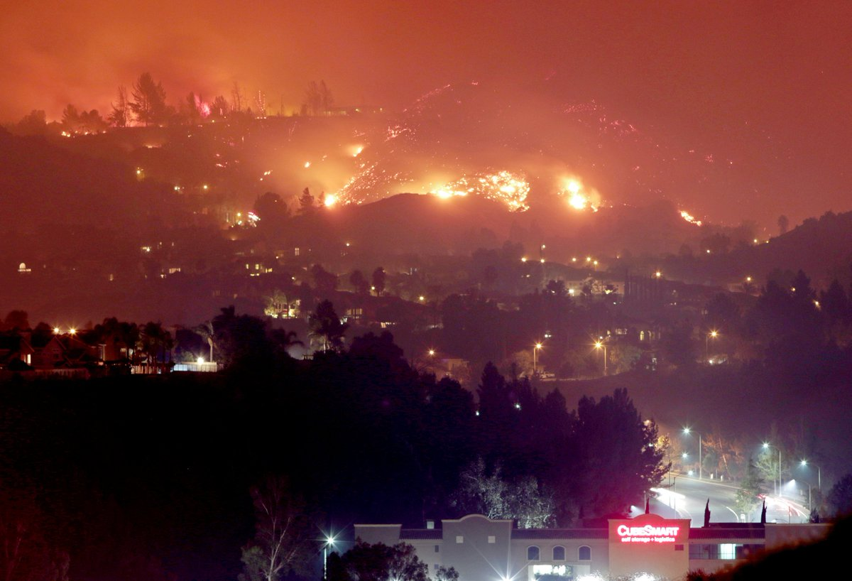 """""""Canyon Fire"""" wildfire in southern #California spreads to over 1,700 acres, evacuations have been ordered in area of #Corona<br>http://pic.twitter.com/XlmhyPiHkK"""