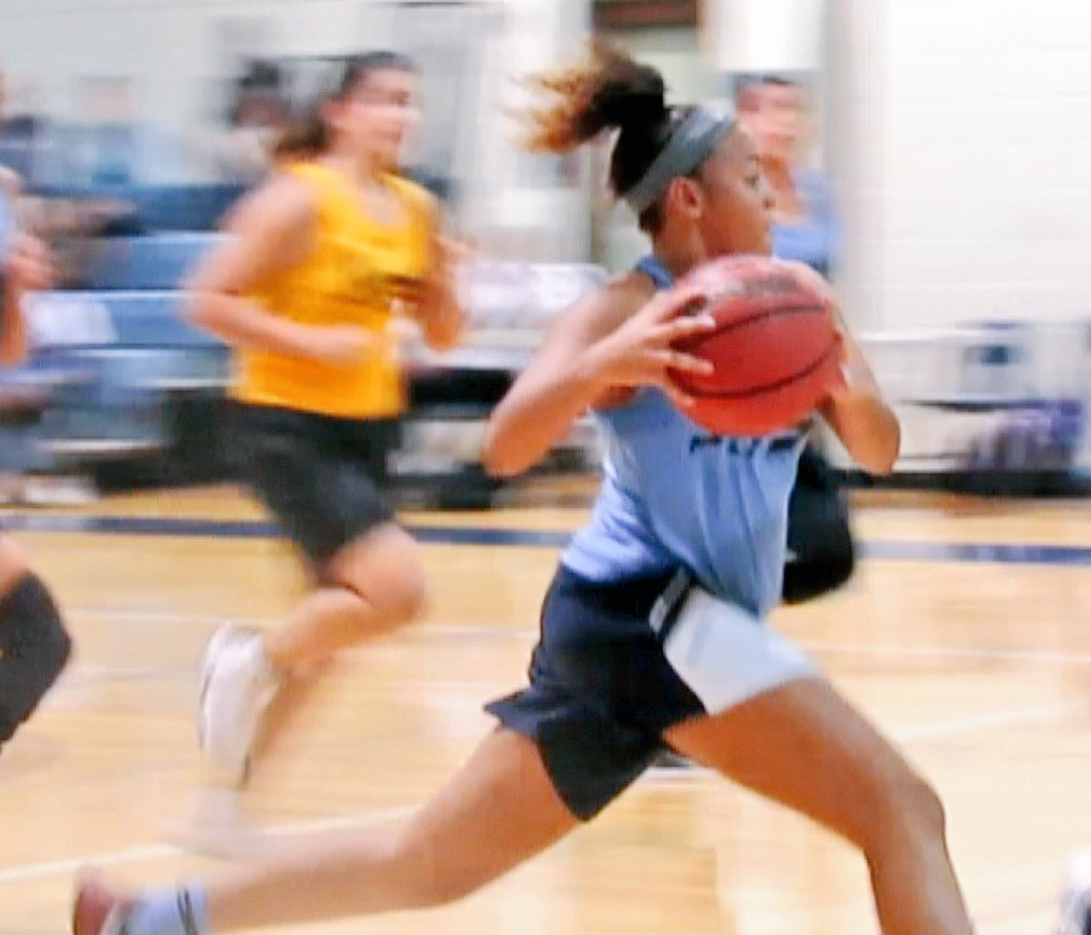 GBB NEWS: @DeairaKeaton15 driving to the basket @Live_Wire75 #LiveWire75 #basketball #sports <br>http://pic.twitter.com/xAktDxTZPd
