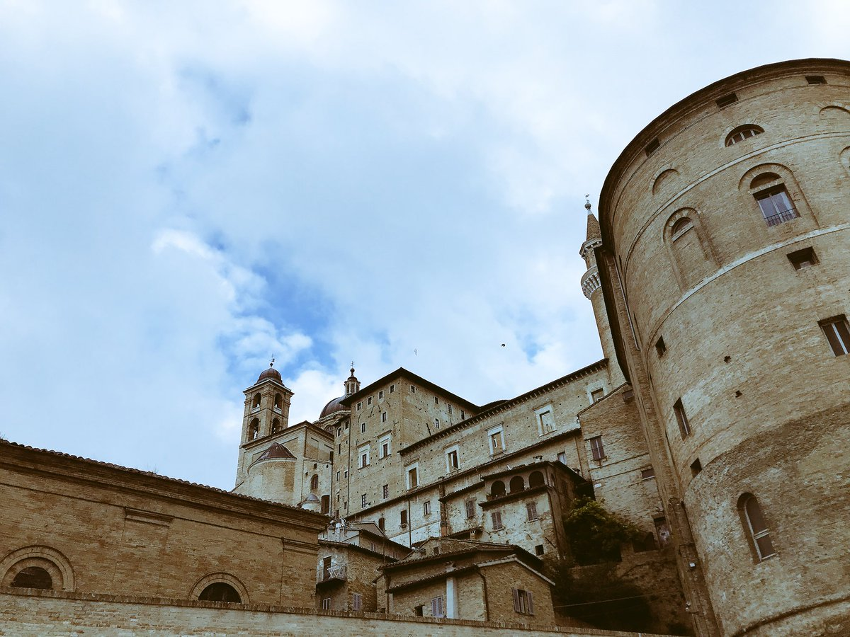 #sky from #Urbino >> so many whisp...