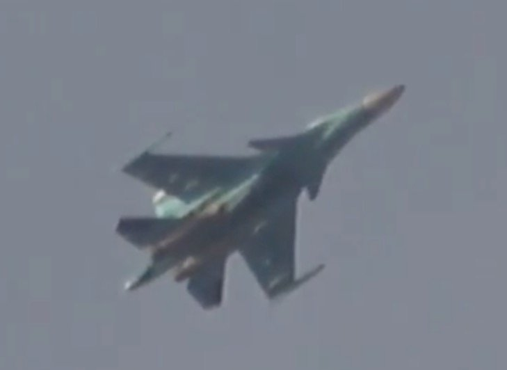 Russian Su-34 drops a free fall bomb on the vicinity of Kafr Nabl