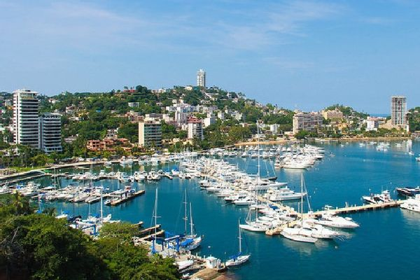8 great reasons to travel to Acapulco this year for a visit. #Acapulco #tours #Mexico #travel  http:// j.mp/2wSKsTh  &nbsp;  <br>http://pic.twitter.com/ZkWBYpneUJ