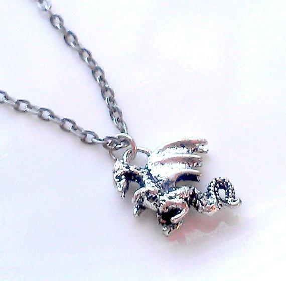 Dragon Love!   http:// bit.ly/2c0sg1d  &nbsp;   #gamerjewelry #dragonnecklace #dragons #gamer #geekyjewelry #dnd<br>http://pic.twitter.com/0zfY4LPSTT