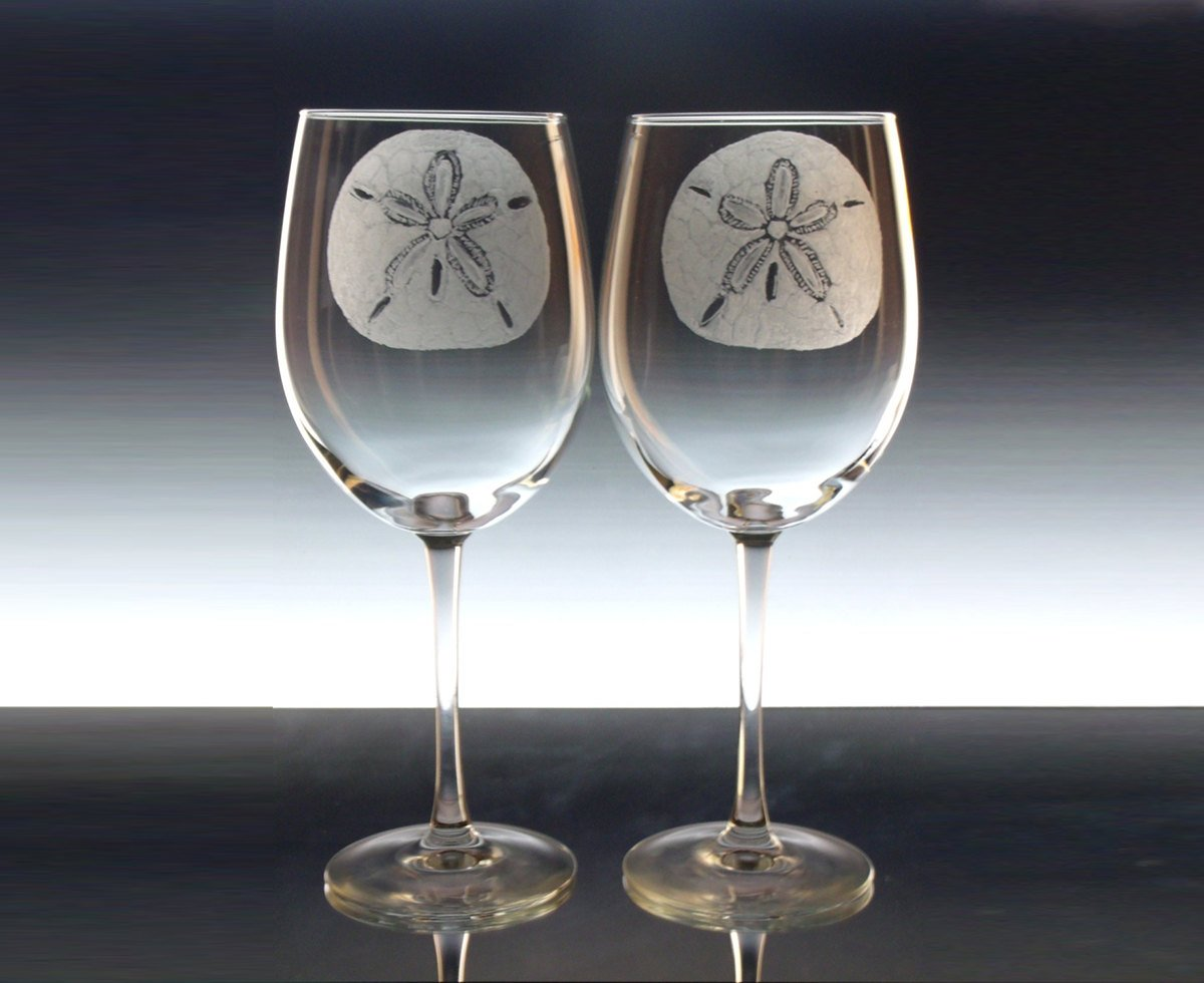 Sand Dollar Wedding wine glasses   Personalized hand engraved large wi…  http:// tuppu.net/8d708908  &nbsp;   #handmade #winelover <br>http://pic.twitter.com/AU85DP0VR7
