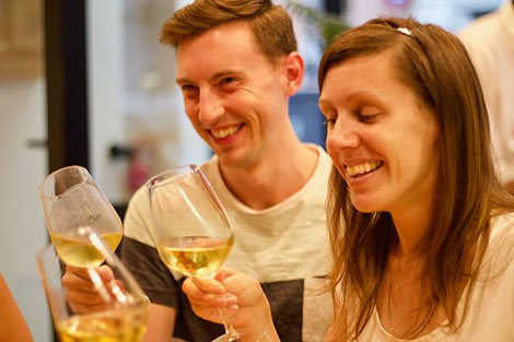 Are you a #winelover planning to visit Spain? These are the top places to to learn about wine in English  http:// ow.ly/sFpY30fpJMv  &nbsp;  <br>http://pic.twitter.com/ATpPXtpYv7