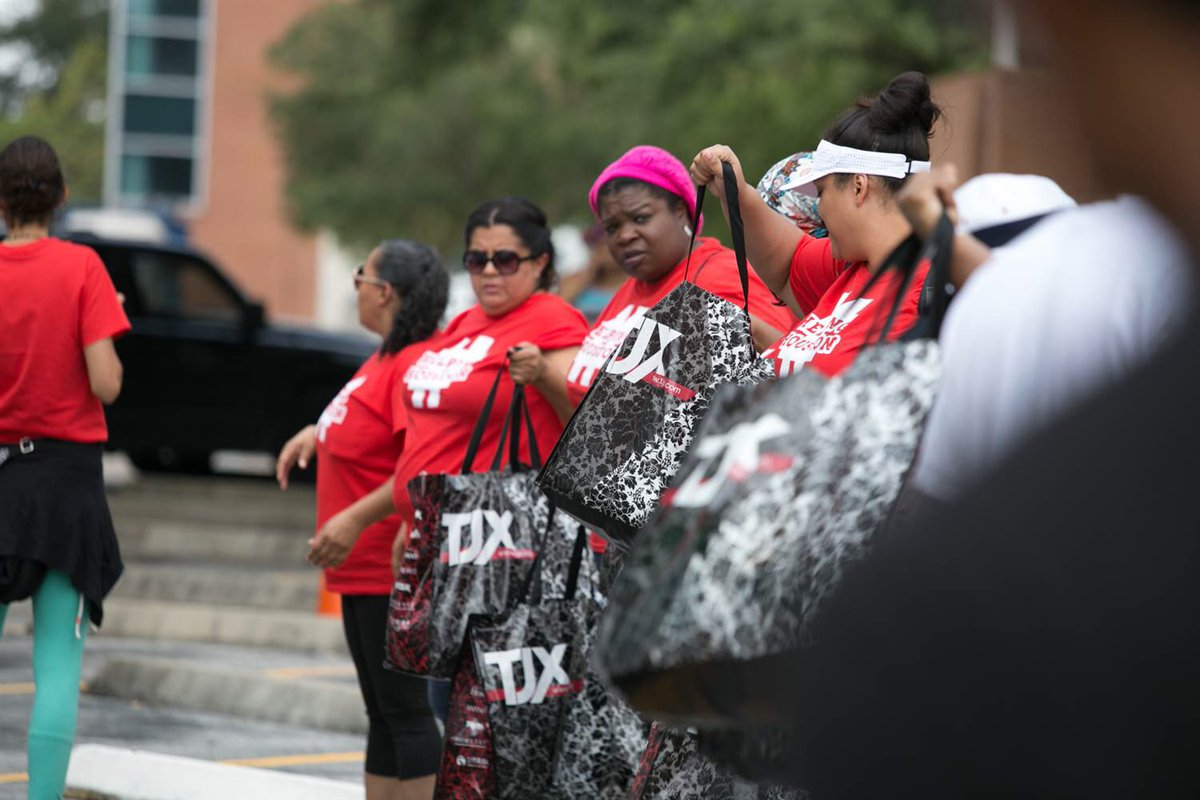 """After the Flood, Black Women Rise to Help Houston Heal"" via @NBCBLK  http:// nbcnews.to/2y1Nxpb  &nbsp;   #Harvey <br>http://pic.twitter.com/WGrmPOTI2h"
