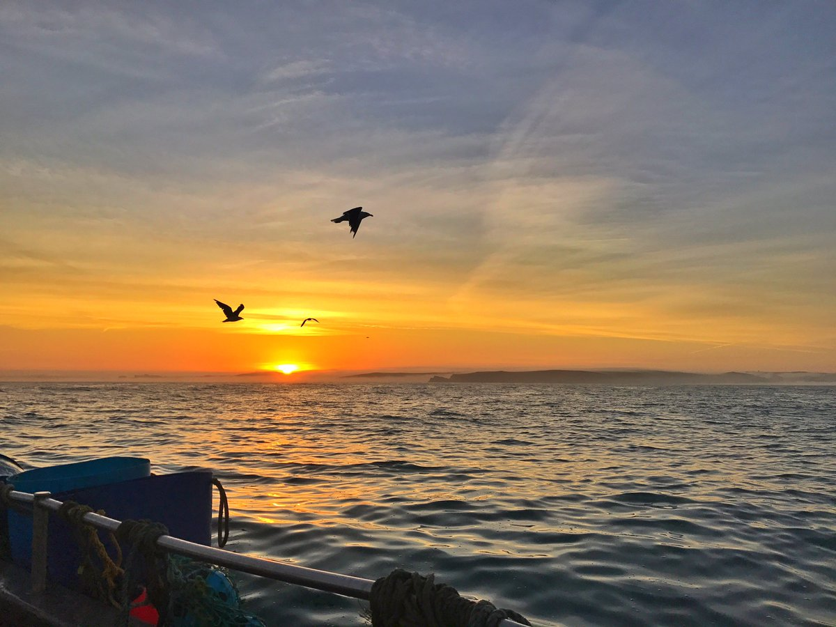 Perfect day for #crabbing  Good Morning #Cornwall   @BBCSWWeather @BBCCornwall #fishing #EatMoreFish #lovecornwall<br>http://pic.twitter.com/JSf5EWnUiG