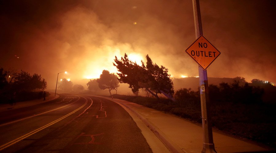 PHOTOS: Evacuations as #fire rages along #California freeway  http:// on.rt.com/8o6y  &nbsp;  <br>http://pic.twitter.com/4qRFOicl68