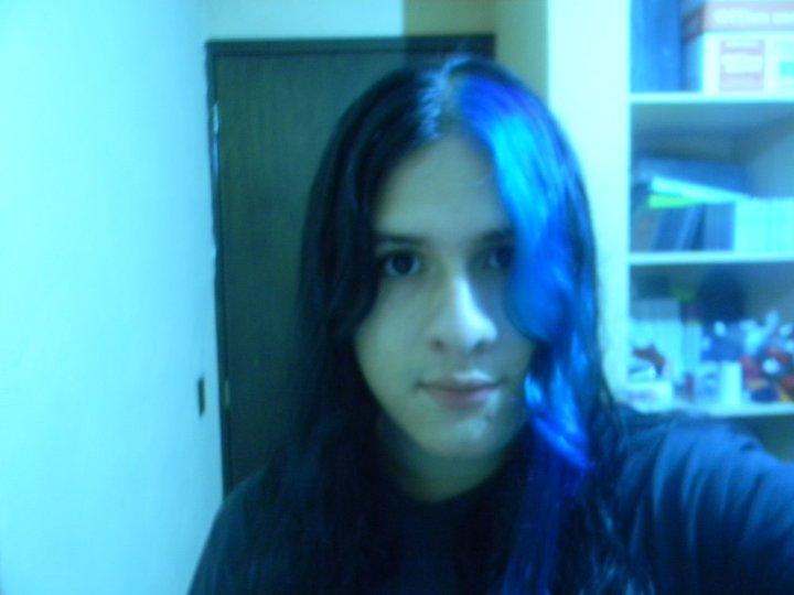Cabello pintado con azul