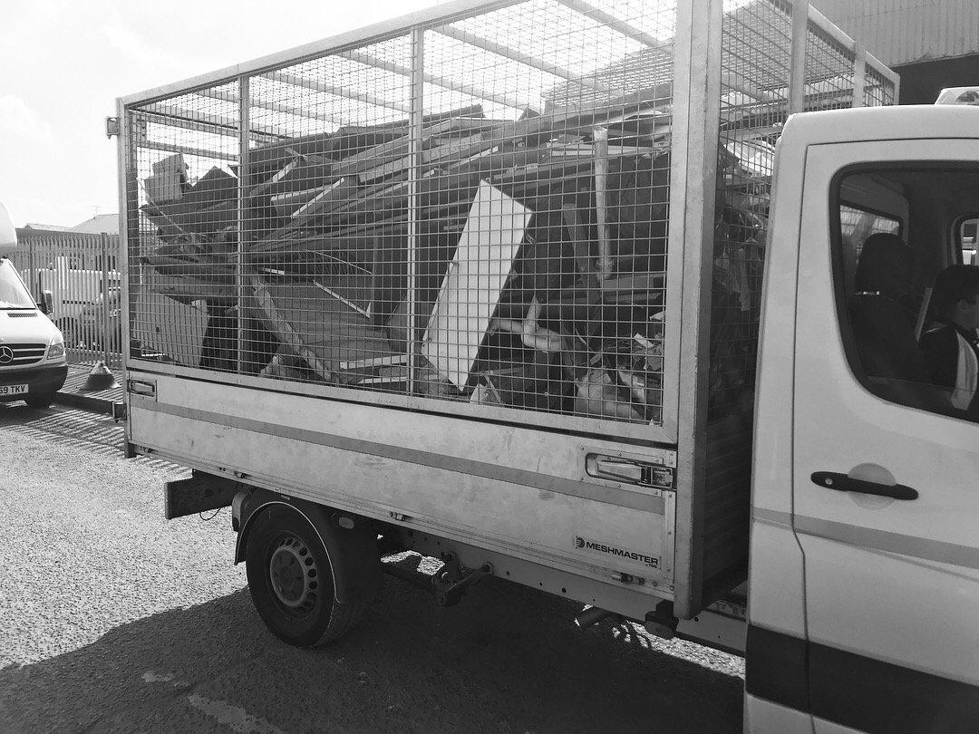 17 plate Tardis #tardis #doctorwho  #rubbish #waste #junk #removal #junkremoval #tuesdays #tippertruck #Surrey #croydon<br>http://pic.twitter.com/UHlWuaw85g