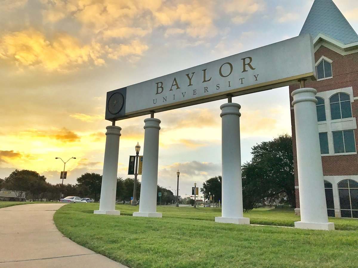 Stop by @Baylor&#39;s #STEM &amp; Business #Career Fair and introduce yourself to #DTCC&#39;s #recruitment team. #HireABear cc: @BaylorHireABear<br>http://pic.twitter.com/t1jiDHtRAX