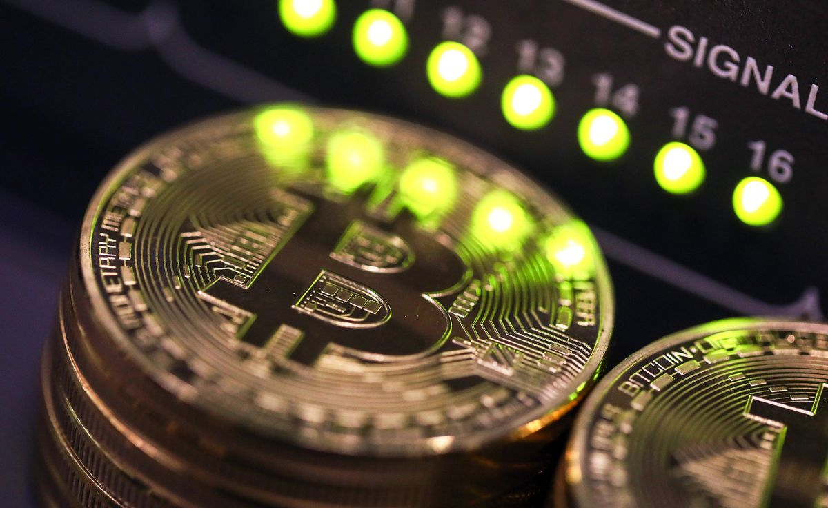 The man starting the world&#39;s biggest #cryptocurrency fund calls #bitcoin a bubble #blockchain  #fintech  https:// bloom.bg/2y4JAjk  &nbsp;  <br>http://pic.twitter.com/VP8gcWXwM3