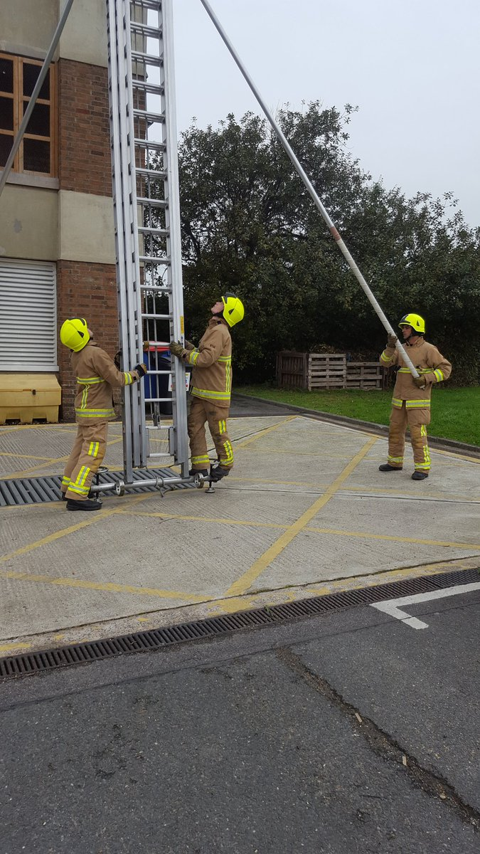 A good ladder session today with all our probation fire fighters taking part. #teamwork <br>http://pic.twitter.com/PtGdqja66z