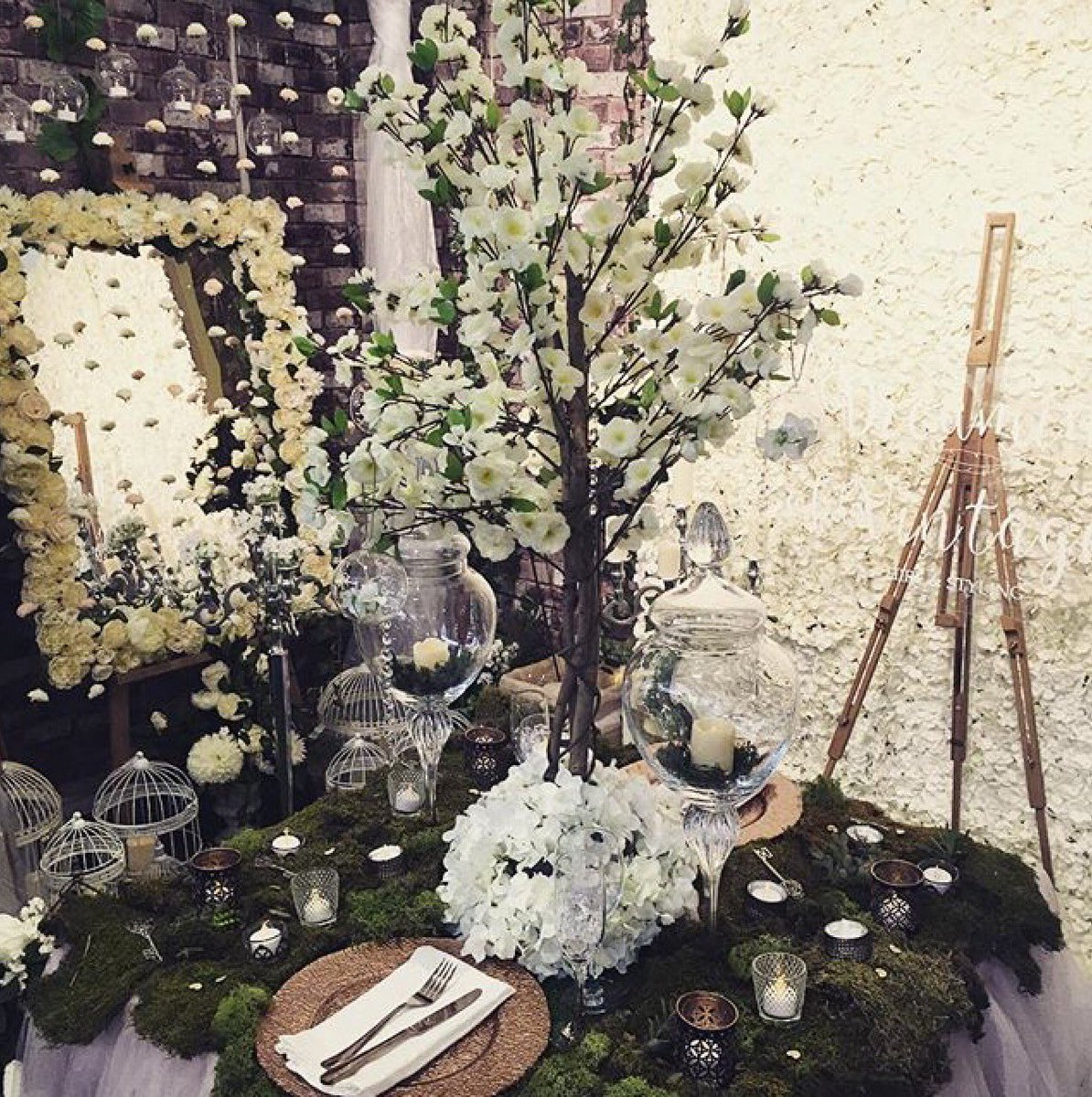 We met some super talented #Wedding #Suppliers at the @nationalwedding show @OhlalaLtd @DOVprophire @initiallylondon @LadySummerSkye<br>http://pic.twitter.com/e8A0Ojddpc