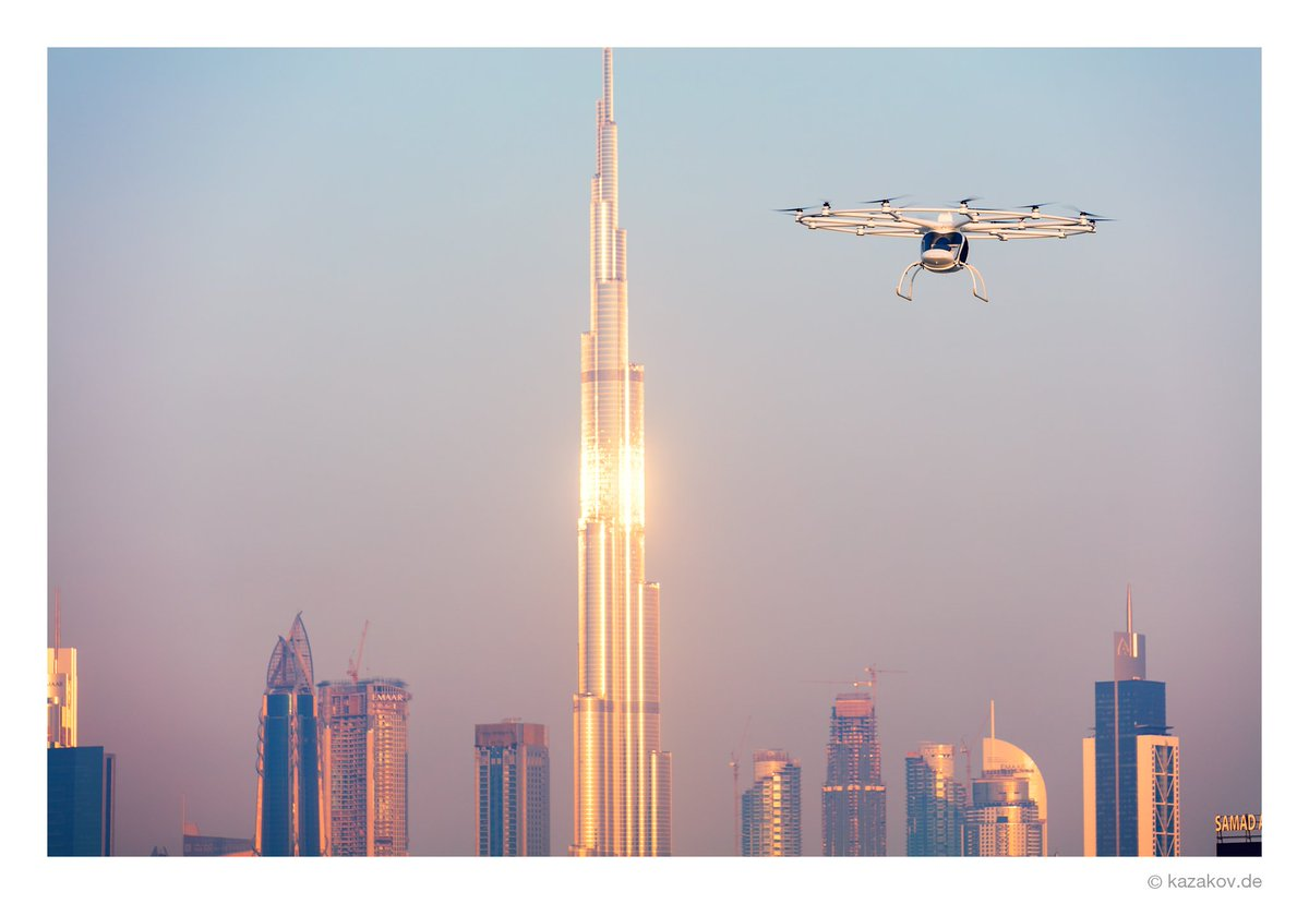 First ever public flight of #Volocopter in the megacity #Dubai! Thank you guys for the collaboration.pic.twitter.com/D4IWox3nkd