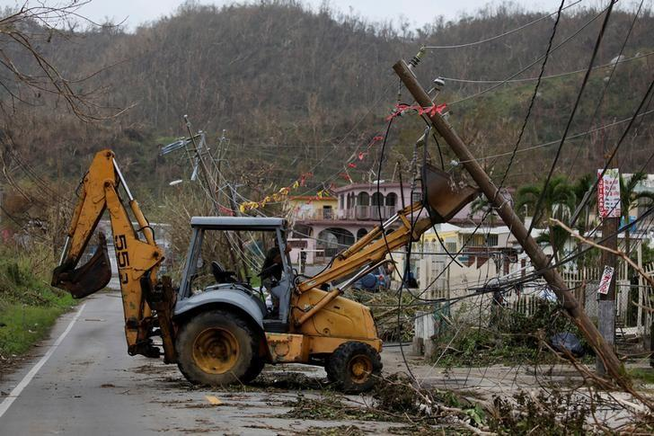 Puerto Rico power grid rebuild after hurricane faces big hurdles https://t.co/D4ObWjZ0vR https://t.co/mhxIVgIccw