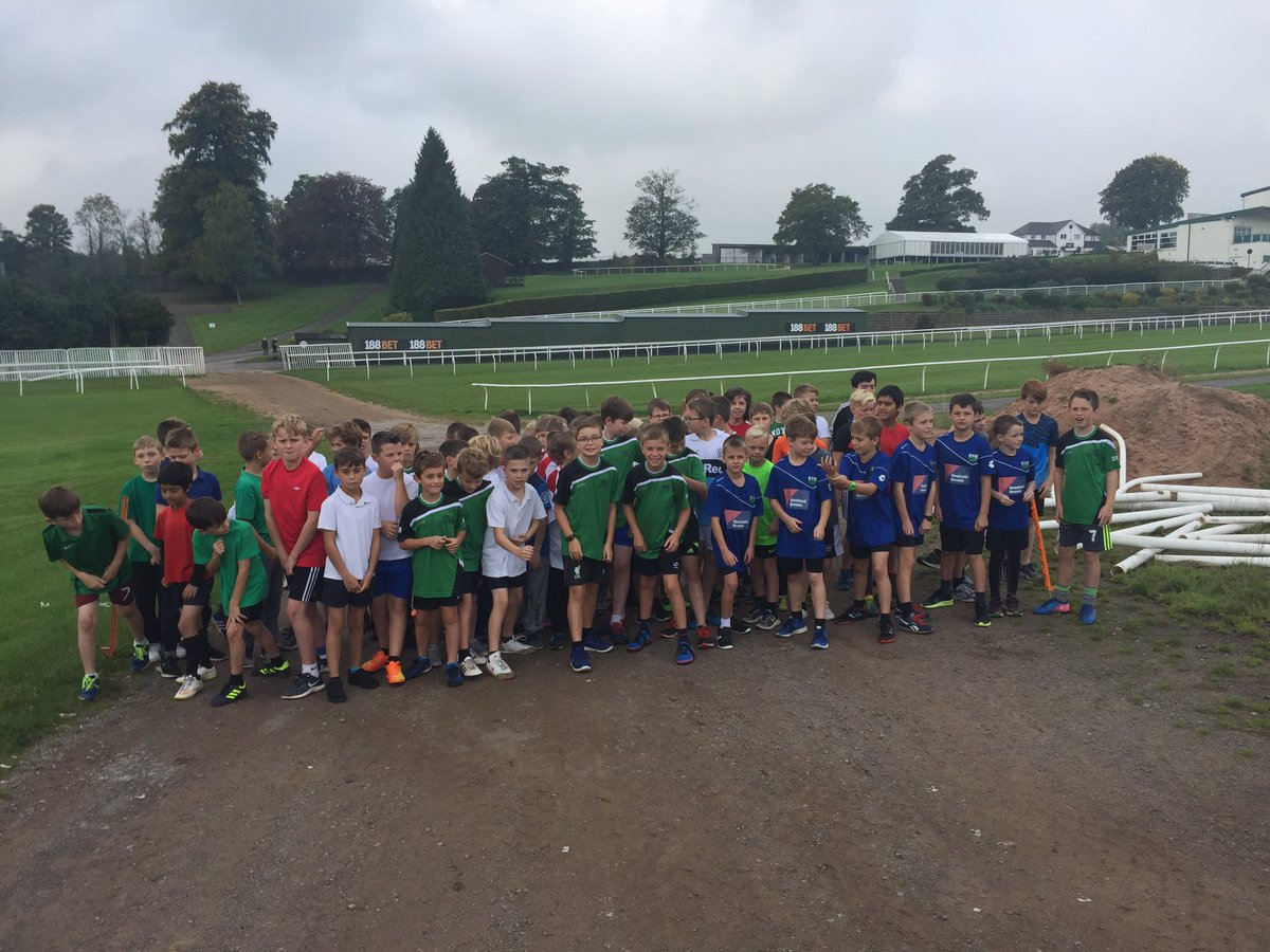Year 5/6 boys turn for the final race of the day. Fantastic effort from everyone today. #Friendship #Transition #Teamwork #MonSport<br>http://pic.twitter.com/GnoeBxTnSL