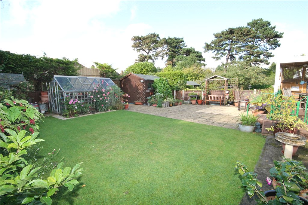 FOR SALE: An extended 4 bed detached bungalow close to East Ewell station and just outside #Ewell village  http:// ow.ly/ZaPK30fgbWE  &nbsp;   #Surrey <br>http://pic.twitter.com/Pob0Zpsno0
