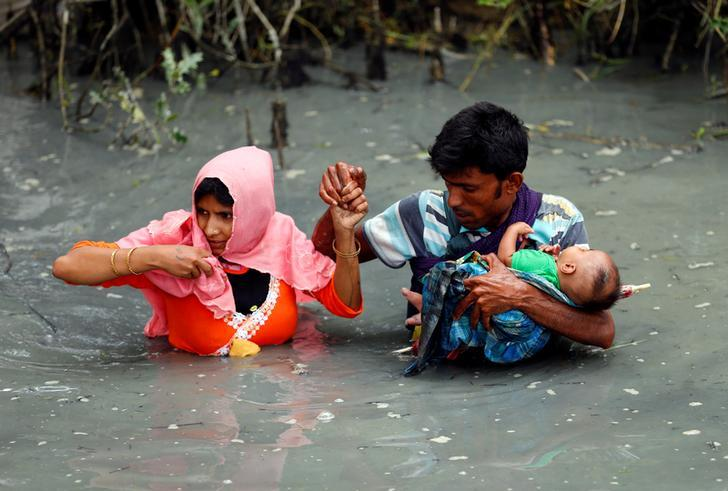 Widespread murder,rape,deportations,persecution:  #Myanmar&#39;s army committing &quot;crimes against humanity&quot; in #Rakhine.  https://www. hrw.org/news/2017/09/2 5/crimes-against-humanity-burmese-security-forces-against-rohingya-muslim-population &nbsp; … <br>http://pic.twitter.com/nE4gckc6MM