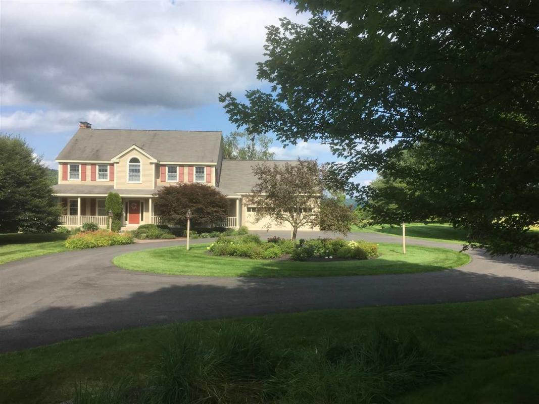 Check out my #listing in #Hartford #VT  #realestate #realtor  http:// tour.circlepix.com/home/8DH4GC  &nbsp;  <br>http://pic.twitter.com/4oVvRFvmZC