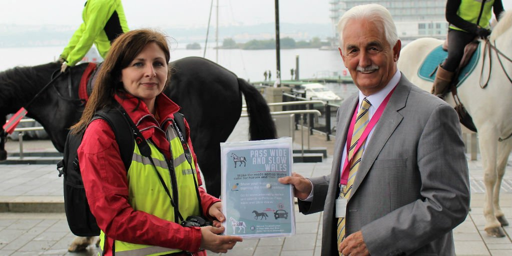 Did you miss today&#39;s #Petition handover: Pass Wide and Slow Wales With @DavidRowlandsAM &amp; @JFinchSaunders     http:// ow.ly/tIda30fr22b  &nbsp;  <br>http://pic.twitter.com/t4AwRbY2ei
