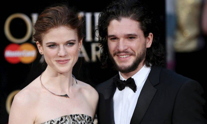 Kit Harington e Rose Leslie, de 'Game of thrones', estão noivos. https://t.co/dotXv57GTl