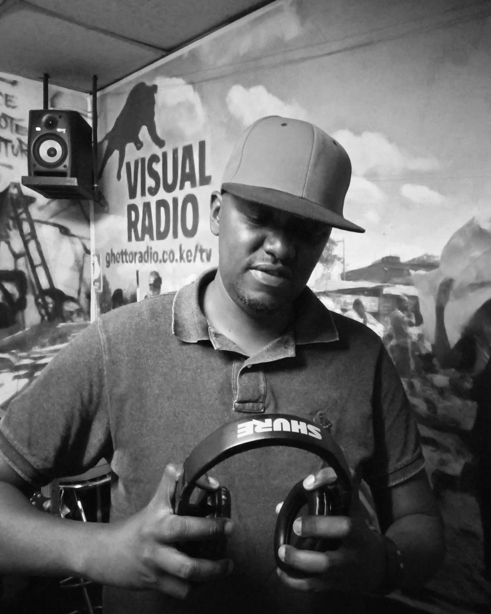 Tune in to #HipHopRepublik kama kawa from 7 - 10 pm for the best of #Hiphop music na story za hip hop kibao <br>http://pic.twitter.com/hKiK7nDBhk