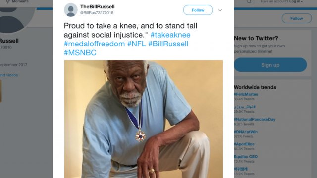 Bill Russell takes a knee wearing Presidential Medal of Freedom https://t.co/E4gdBAn7SJ https://t.co/iW6GwTD07R