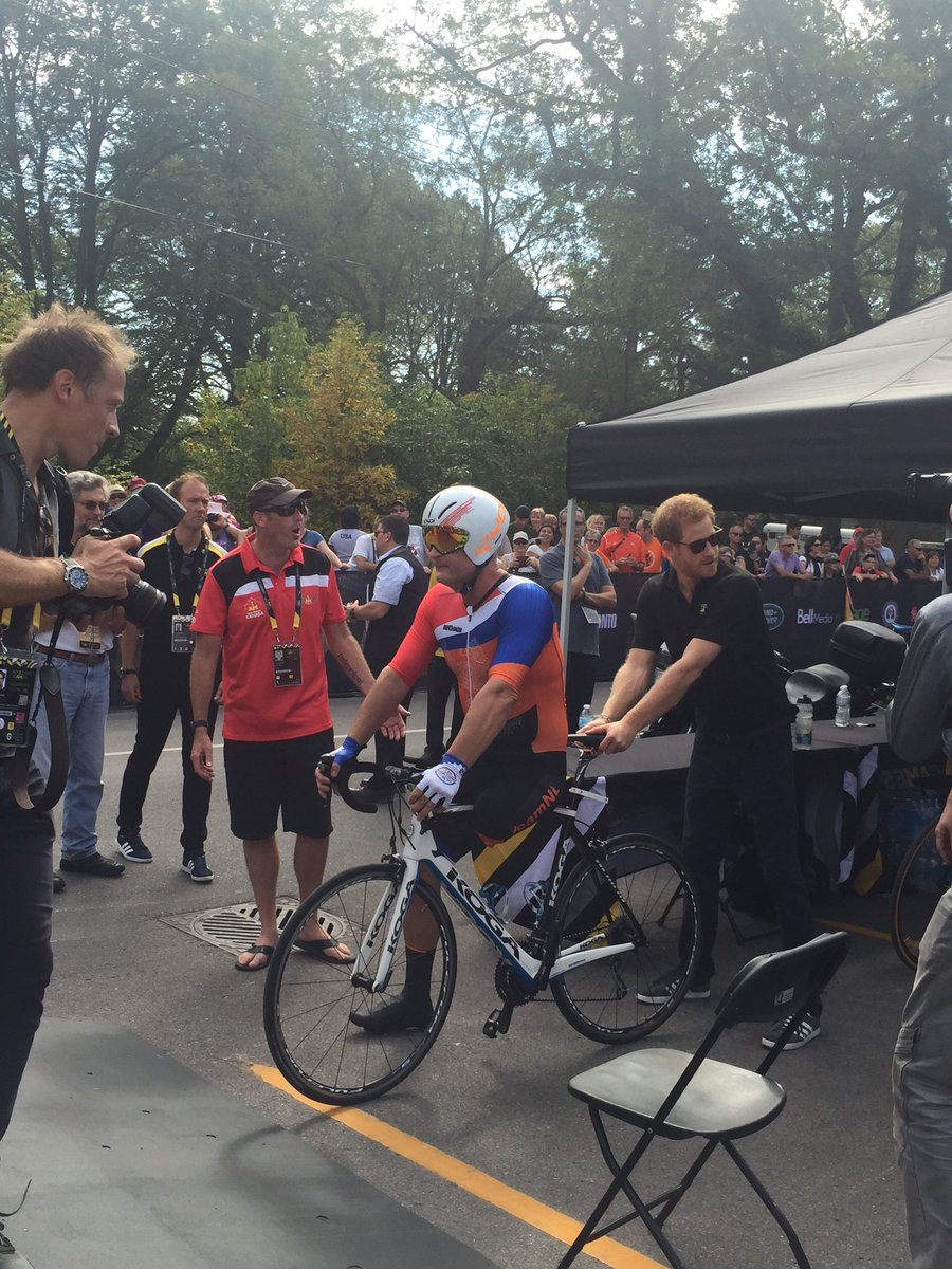 Amazing Prince Harry steadying the bike of this 1-legged cyclist before his race #InvictusGame #invictus2017 #PrinceHarry #momlife #Toronto<br>http://pic.twitter.com/MJiw6YgMpb