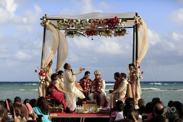 Hindu weddings and why they are so special, every detail has a different meaning! Full Note:  http:// bit.ly/2xmhHSe  &nbsp;    #WeddingDay #Wedding <br>http://pic.twitter.com/6yHMwk3JX2
