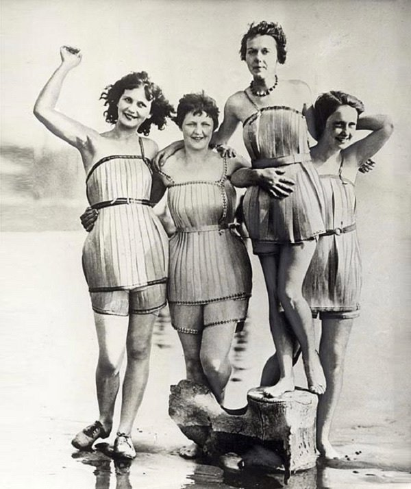 File this under inventions that never took off. The wooden bathing suit. #fail <br>http://pic.twitter.com/73ZC9eZzX1