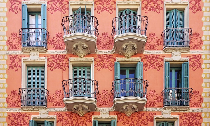 Patterns of #Barcelona: photographer Roc Isern captures symmetry of city facades ~ in pictures ~&gt;  http:// goo.gl/Vbv978  &nbsp;  <br>http://pic.twitter.com/Onpt33Xhen