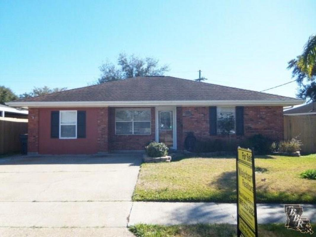 Do you know someone looking for a great #property in #Houma?   #realestate  http:// tour.circlepix.com/home/R9H55G  &nbsp;  <br>http://pic.twitter.com/hDuDol6WHG