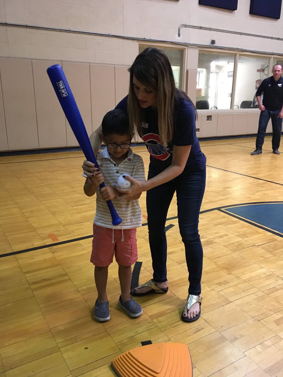 test Twitter Media - Today the @Cubs staff visited our Edgewater Early Learning Center for Volunteer Day! #ThatsCub https://t.co/H7vjZ3RfXP