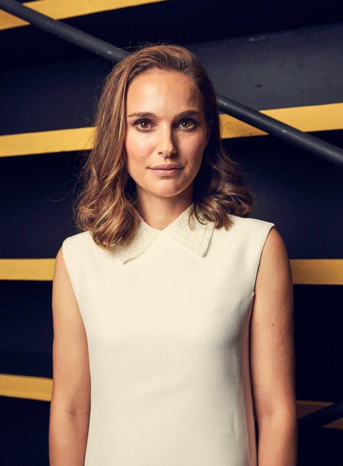 Novo portrait de Natalie para a People durante o 27th Annual EMA Awards! 💚