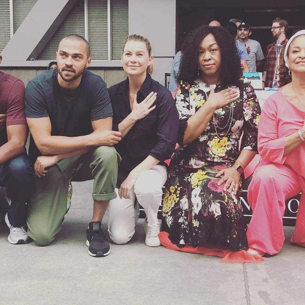 ...and we took a knee in solidarity of racial justice. #takeaknee #greysanatomy #300th https://t.co/5VH9lO5254