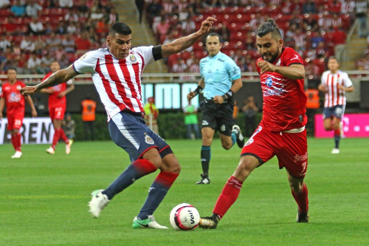 Lobos Buap derrota 2-1 a las Chivas