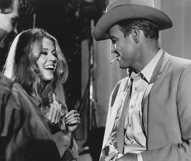 THE CHASE 1966 Behind the scenes Marlon Brando  Jane Fonda  Angie Dickinson  James Fox #ArthurPenn <br>http://pic.twitter.com/WCQ6VRwPrs