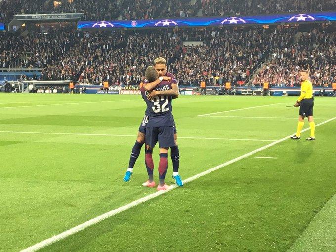 142981479 Ivan Raupp  IvanRauppComeçou mal essa dupla  1 a 0 já. Jogadaça de Neymar e  gol de Daniel Alves  liganoge