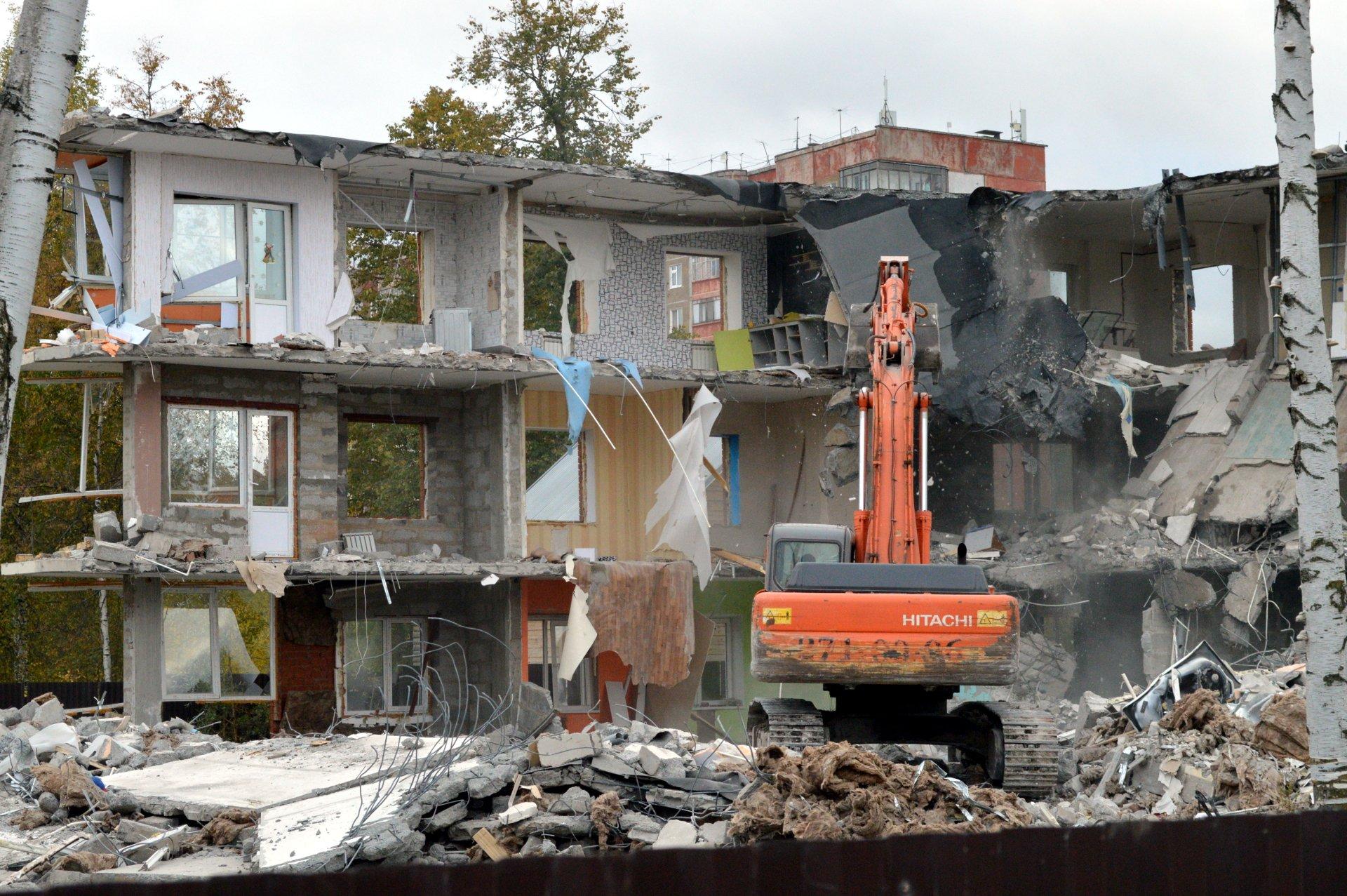 данный картинка разбитого дома очень давно