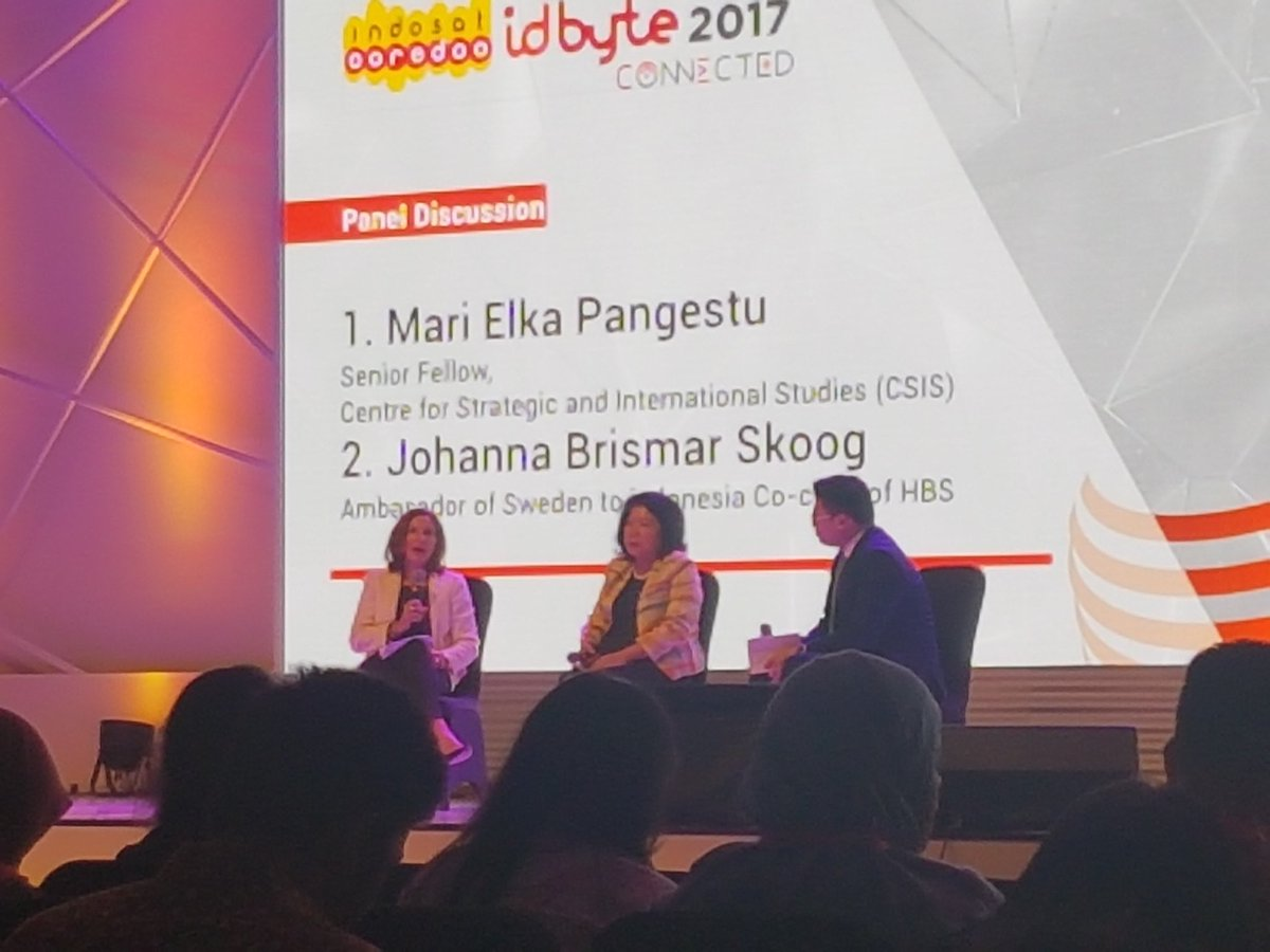Really good session about &quot;connected women&quot; in tech. Lots of stats and solutions for gender equality in the industry #IDByte2017 <br>http://pic.twitter.com/Tnj3dRkOey