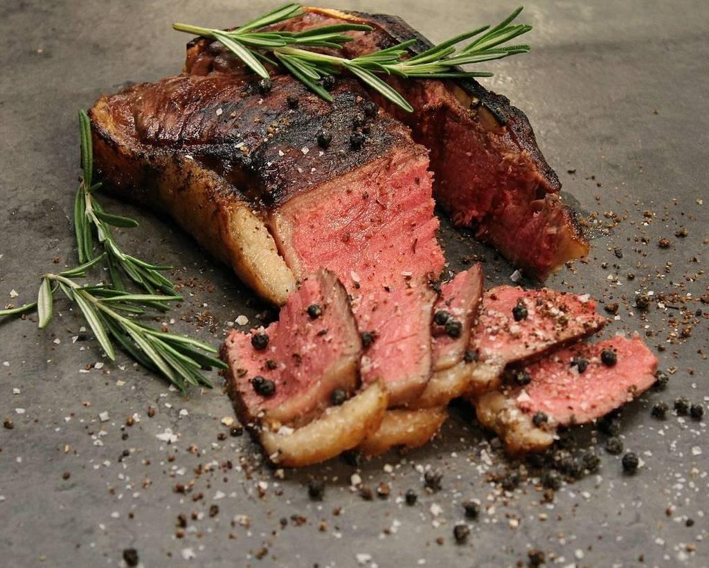 My oh my oh my oh my OH MY! What a gorgeous steak!  Pic and succulent steak courtesy of @bbq_hessen : Steakday  …  http:// ift.tt/2hAgW2C  &nbsp;  <br>http://pic.twitter.com/egwoBF8euC