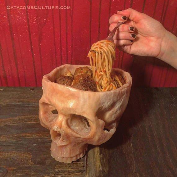 食卓をダークに囲みたい家族へおすすめ!! 手彫りのスカル食器$100