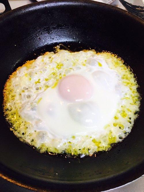ウマーベラス……!  とろ~り卵とサクサクチーズがマーベラス! いつもの目玉焼きが豪華になる簡単チー…