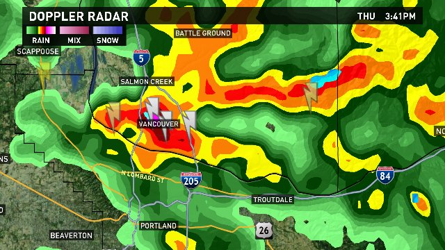 STRONG t-storm over Vancouver moving SE @ 30 mph. Portland, Gresham, Troutdale its headed our way. #pdxtst @kgwnews<br>http://pic.twitter.com/LoTVSFcHa4