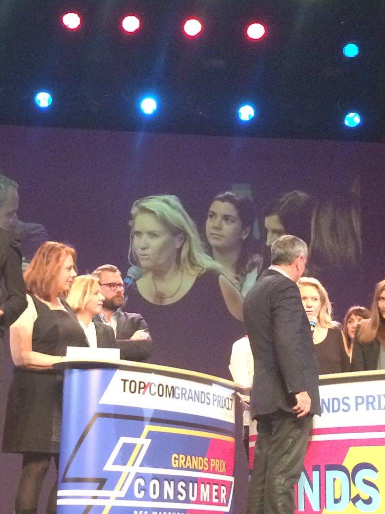 """#TOPCOM17 d'or stratégie de com pour """"le féminin l'emporte"""". Bravo équipes pub @AXAFrance , groupe @PublicisConseilpic.twitter.com/ny5b7CAZtH"""